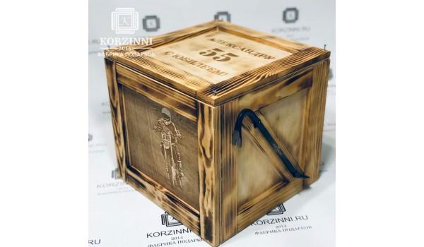 Ящик с ломом, клюшкой, шайбой и фотогравировкой